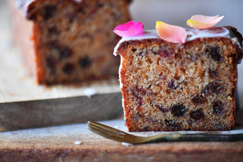 エディブルローズ(食用バラ)のフルーツケーキ