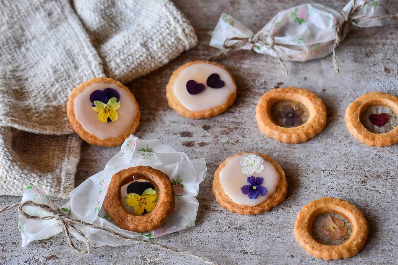 エディブルフラワー(食用花)の押し花のステンドグラスクッキー
